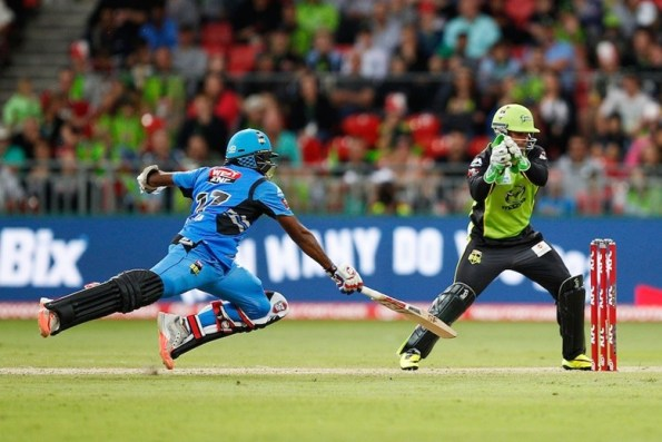 BBL 2017-18: एडिलेड स्ट्राइकर्स एकतरफा मुकाबलें में सिडनी थंडर्स को 53 रनों से हराया 1