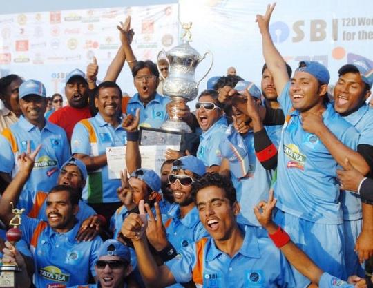 विराट और धोनी पर हो रही है करोड़ो की बारिश, लेकिन भारत को लगातार 2 बार ब्लाइंड विश्वकप दिलाने वाले भारतीय खिलाड़ियों की कहानी सुनकर भर आयेंगे आँखों में आंसू 14