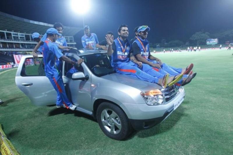 PHOTO: विराट कोहली कई लग्जरी कारों के हैं मालिक, देखिए किन कारों को करते है खुद ड्राइव 10