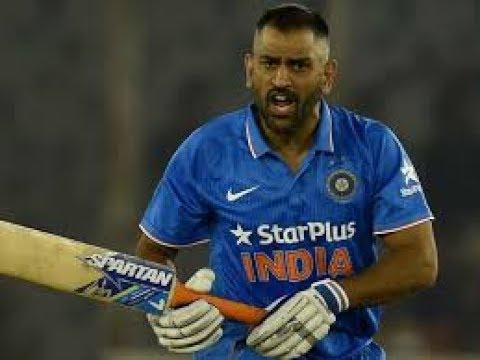 बल्लेबाजी करते वक्त धोनी को आया कैमरामैन पर गुस्सा बल्लेबाजी छोड़ कैमरामैन की तरफ दौड़े और फिर किया कुछ ऐसा सब रह गये हैरान