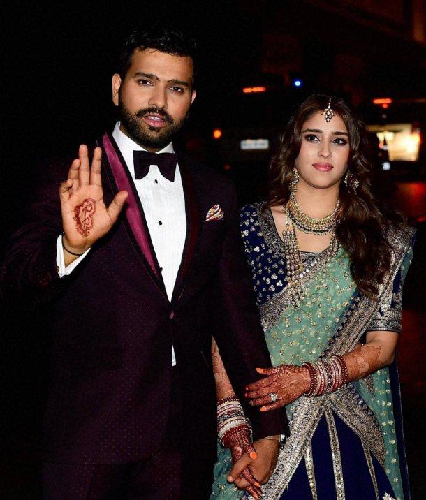 क्या शादी के बाद अब विराट बन जाएंगे एक आम इंसान..? रोहित ने अपने मजाकिया जवाब से की सबकी बोलती बंद 10