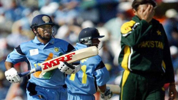 जब बीच मैच के दौरान अफरीदी ने किया था सचिन और वीरू का अपमान, क्रिकेट जगत रह गया था एकदम सन्न 11