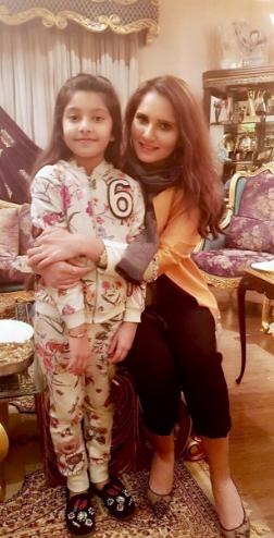 PHOTOS : भारत-पाकिस्तान बॉर्डर पर चल रहा तनाव, लेकिन सानिया मिर्जा कर रही हैं पति शोएब के साथ पाकिस्तान में एन्जॉय 3