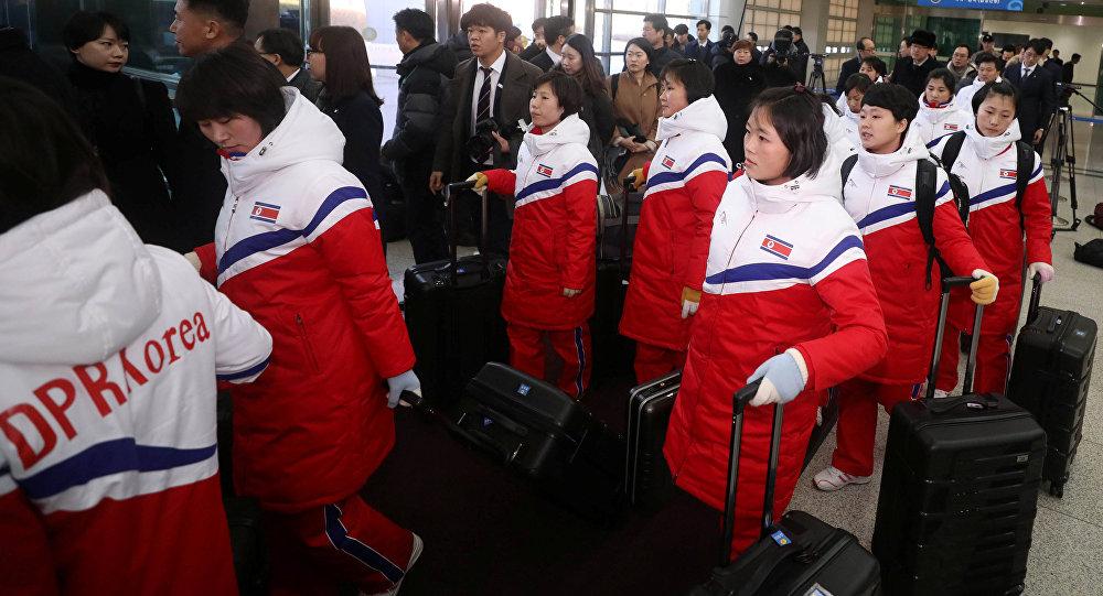दक्षिण कोरिया पहुंचे उत्तरी कोरियाई एथलीट