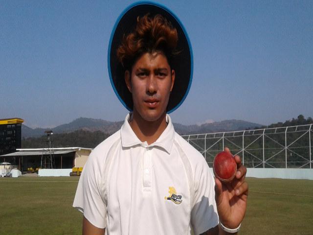 भारत को मिला हिमाचल प्रदेश में एक और प्रतिभाशाली गेंदबाज, सामने बल्लेबाजी करने में भी खौफ खाते है विरोधी टीम के बल्लेबाज 1