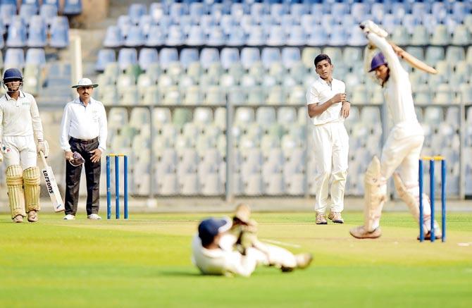 वानखेड़े में खेले गए स्कूल टूर्नामेंट में बतौर मुख्य अतिथि पहुंचा बाॅलीवुड का दिग्गज एक्टर, क्रिकेट को लेकर किया ये चौकाने वाला खुलासा 2