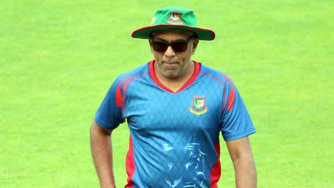 अब त्रिकोणीय सीरीज के लिए श्रीलंकाई टीम के कोच चंद्रिका हथुरासिंघे होंगे टीम के चयनकर्ता 12