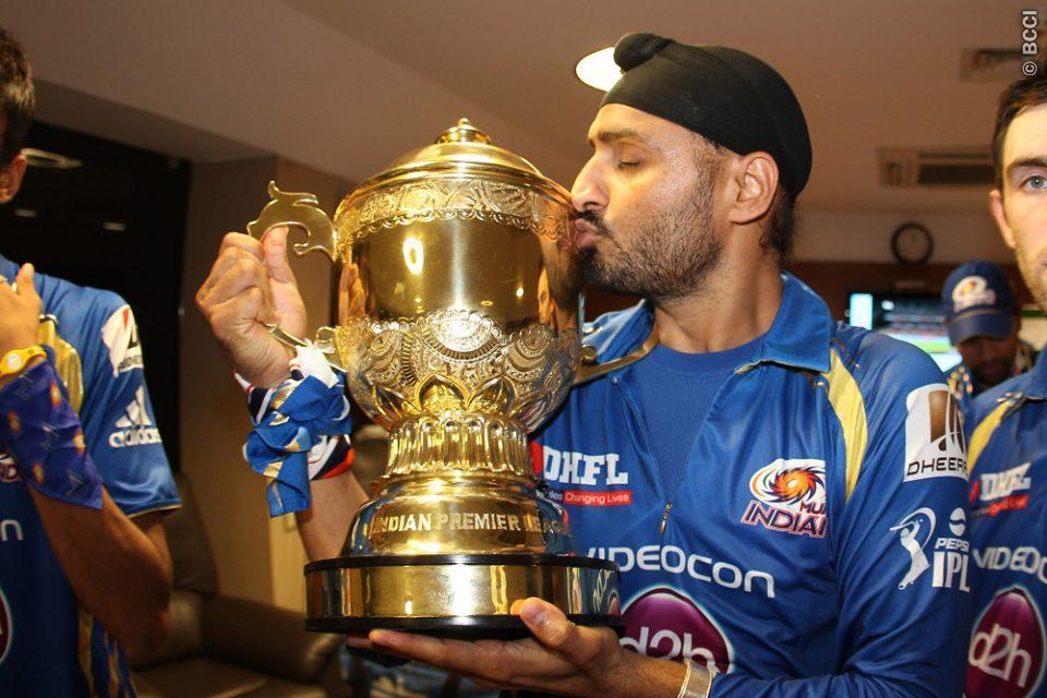 मुंबई इंडियंस से बाहर किये जाने के बाद छल्का हरभजन सिंह का दर्द, अब इस टीम से खेलना चाहते है आईपीएल 1