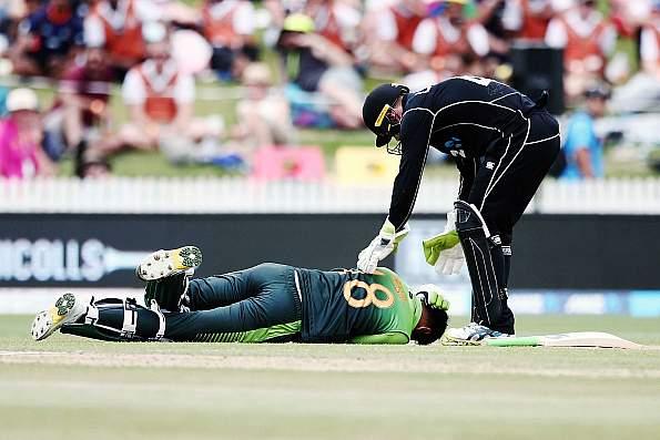 दर्दनाक: न्यूजीलैंड के खिलाफ मैच के दौरान मैदान पर हुआ दर्दनाक घटना मौत के मुंह से बाहर निकले शोयब मलिक 1