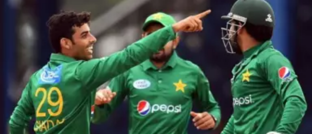 पाकिस्तान के कप्तान सरफराज अहमद को मैदान में आया गुस्सा, अपने इस युवा खिलाड़ी को बीच मैदान में दी गंदी-गंदी गालियां 3