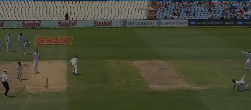 वीडियो : 9.4 ओवर में डेब्यू कर रहे लुंगी नागीदी ने किया चेतेश्वर पुजारा को ऐसा रन आउट, कि सर पकड़ कर मैदान पर ही लेट गये पुजारा 1