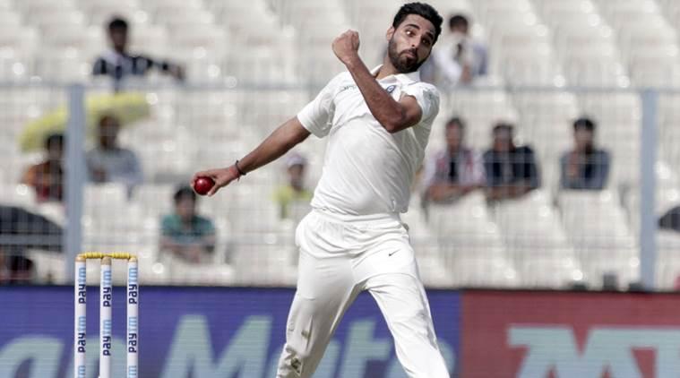 वीडियो: भुवी ने डाली इस साल की सर्वश्रेष्ठ गेंद दुनिया के सर्वश्रेष्ठ बल्लेबाज एबी डिविलियर्स को ऐसे दिया चकमा की उखड़ गया डिविलियर्स का विकेट 1