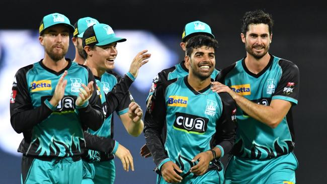 BBL 7: इस युवा गेंदबाज ने जबरदस्त गेंदबाजी के दम पर पर्थ स्क्राॅचर के बल्लेबाजों की उखाड़ दी बखियाँ, झटक लिए 5 विकेट 14
