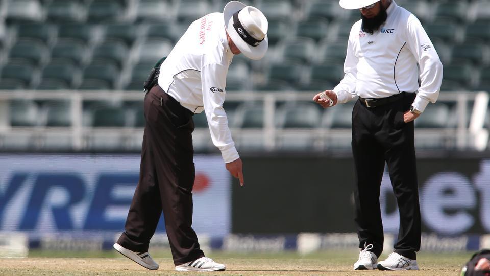 वीडियो- पाकिस्तान अम्पायर अलीम डार को तीसरे वनडे से पहले विराट कोहली ने बोल डाली ये बड़ी बात 2