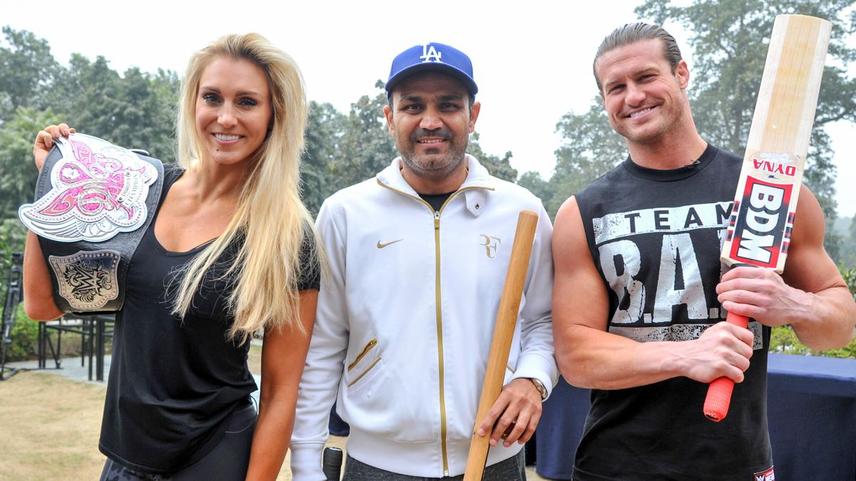 VIDEO: जब वीरेंद्र सहवाग ने WWE स्टार्स को सीखाया क्रिकेट खेलना, देखे विडियो 13