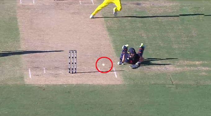 AUSvENG: तीसरे वनडे में ये दोनों ही बल्लेबाज पहुँच गए एक ही साइड लेकिन दोनों रहे नॉट आउट हुआ कुछ ऐसा जिस पर नहीं आयेगा आपको यकीन 3