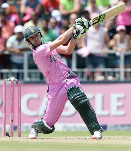 क्या चौथे वनडे में एबी डीविलियर्स की वापसी से मजबूत होगी अफ्रीकी टीम? पिंक वनडे में कैसा है डिविलियर्स का रिकॉर्ड और अफ्रीकी खिलाड़ी क्यूँ पहनते हैं पिंक जर्सी? 6