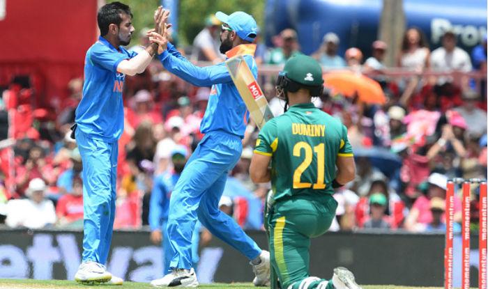 डीआरएस यानि धोनी रिव्यू सिस्टम के गलत होने से हैरान रह गए कप्तान कोहली समेत सभी अफ्रीकी खिलाड़ी 2