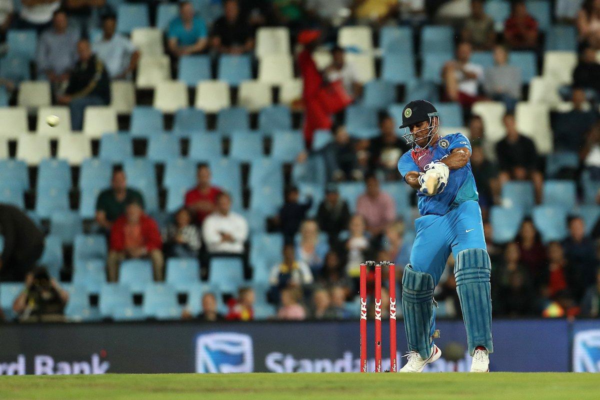 RECORD: आतिशी पारी के दौरान महेंद्र सिंह धोनी ने रचा इतिहास ऐसा करने वाले विश्व के तीसरे विकेटकीपर बने 11