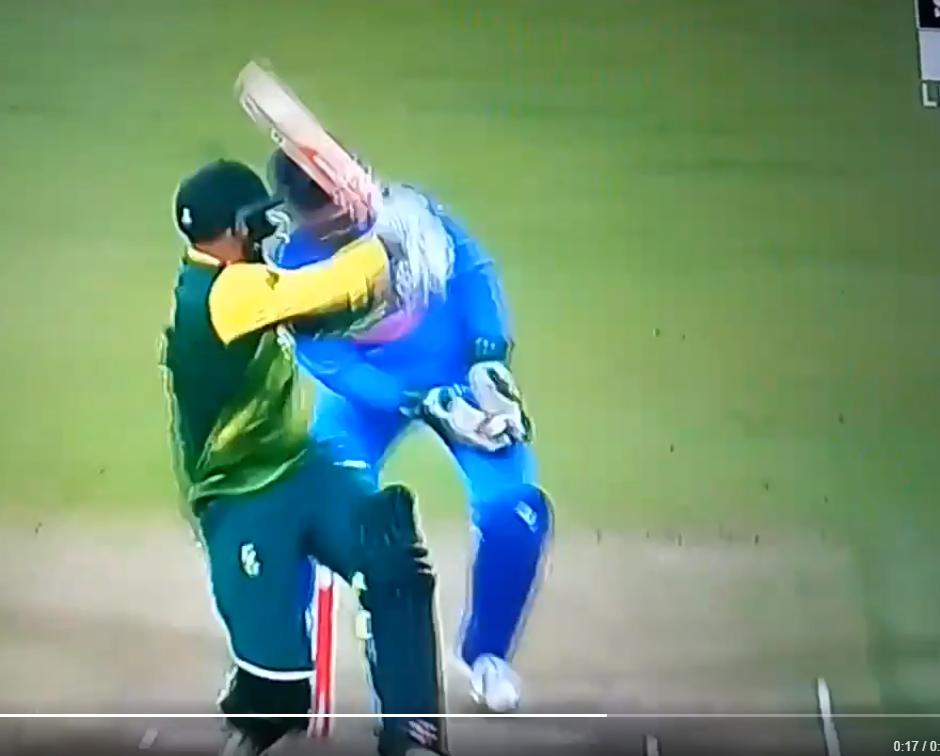 VIDEO: 13.5 ओवर में सुरेश रैना ने नहीं मानी विकेट के पीछे खड़े माही की बात, उसके बाद रैना का हुआ ऐसा हश्र की भूल गये गेंदबाजी 3