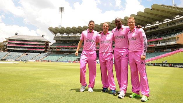 क्या चौथे वनडे में एबी डीविलियर्स की वापसी से मजबूत होगी अफ्रीकी टीम? पिंक वनडे में कैसा है डिविलियर्स का रिकॉर्ड और अफ्रीकी खिलाड़ी क्यूँ पहनते हैं पिंक जर्सी? 4