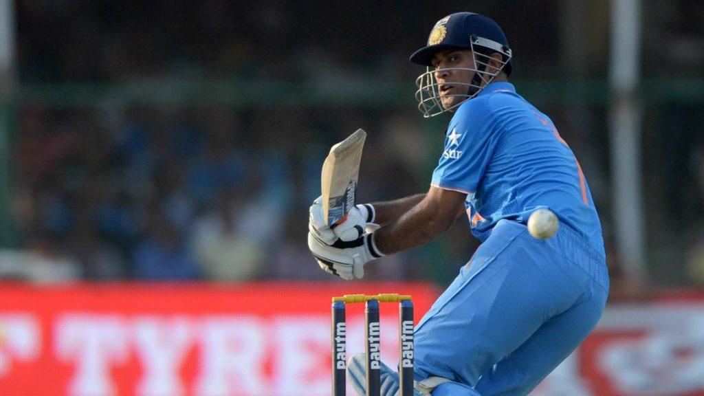 इस दिग्गज भारतीय खिलाड़ी ने भी बांधे धोनी की तारीफों के पूल, कहा धोनी की वजह से ही सफल है विराट 3