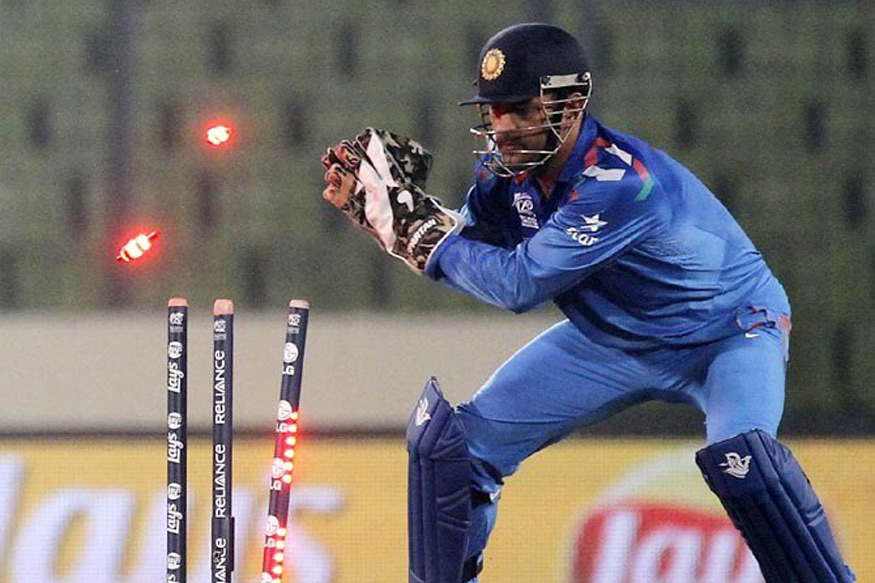 VIDEO: 13.5 ओवर में सुरेश रैना ने नहीं मानी विकेट के पीछे खड़े माही की बात, उसके बाद रैना का हुआ ऐसा हश्र की भूल गये गेंदबाजी 2