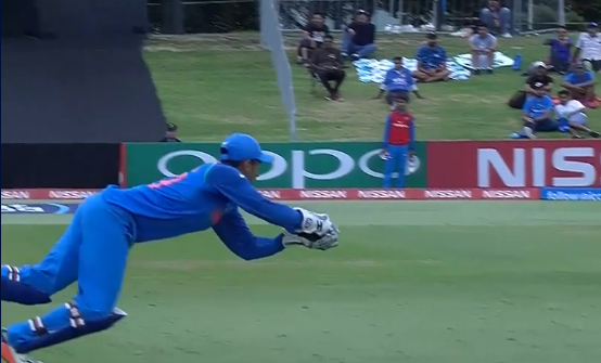 अंडर-19: हार्विक देसाई ने दिलाई महेंद्र सिंह धोनी की याद, लिया इस साल का विकेट के पीछे हैरान करने वाला कैच 2