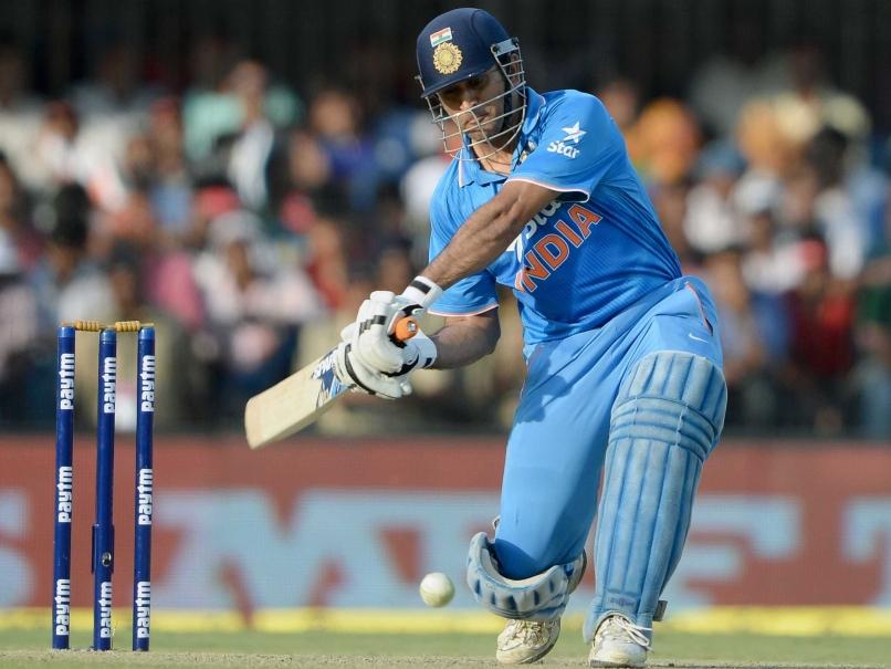 28 गेंदों में 4 चौका और 3 छक्के की मदद से धोनी की 52 रनों की पारी देखकर यह भारतीय खिलाड़ी भी हुआ धोनी फैन 15