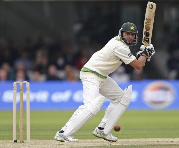 पाकिस्तान के शाहिद अफरीदी के नाम है टेस्ट क्रिकेट का सबसे बड़ा रिकॉर्ड जिसे नहीं तोड़ सके थे सहवाग 18