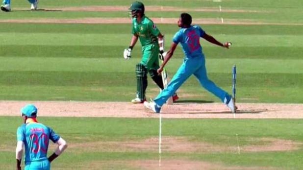 PSL 2018: अपनी हरकतों से बाज नहीं आ रहा हा पाकिस्तान, भारत के स्टार खिलाड़ी जसप्रीत बुमराह का उड़ाया PSL के दौरान मजाक 6
