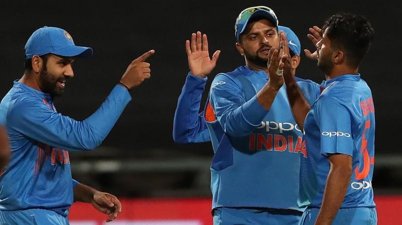 ट्विटर प्रतिक्रिया: श्रीलंका जैसी कमजोर टीम के हाथो मिली हार के बाद लोगो का फूट सोशल मीडिया पर गुस्सा, सर जडेजा ने किया रोहित पर आपत्तिजनक कमेन्ट 8