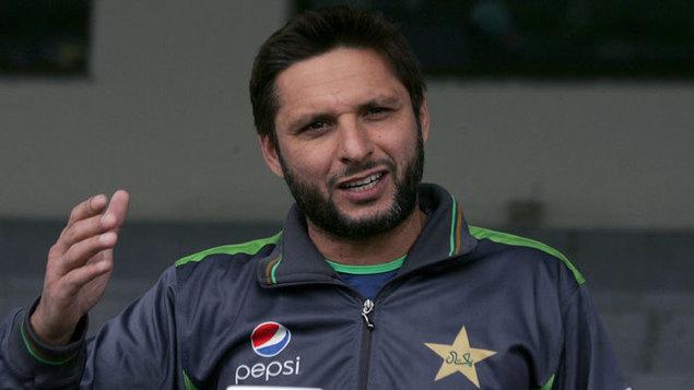 अपनी हरकतों से बाज नहीं आ रहे शाहिद अफरीदी, कश्मीर पर विवादित ट्वीट के बाद उड़ाया आईपीएल का मजाक 5