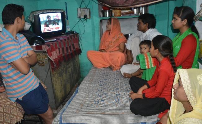 आईपीएल खेलते हुए बेटे को टीवी पर देख आ गए मां-बाप की आखों में आंसू, पहले ही मैच में किया गजब का प्रदर्शन 14