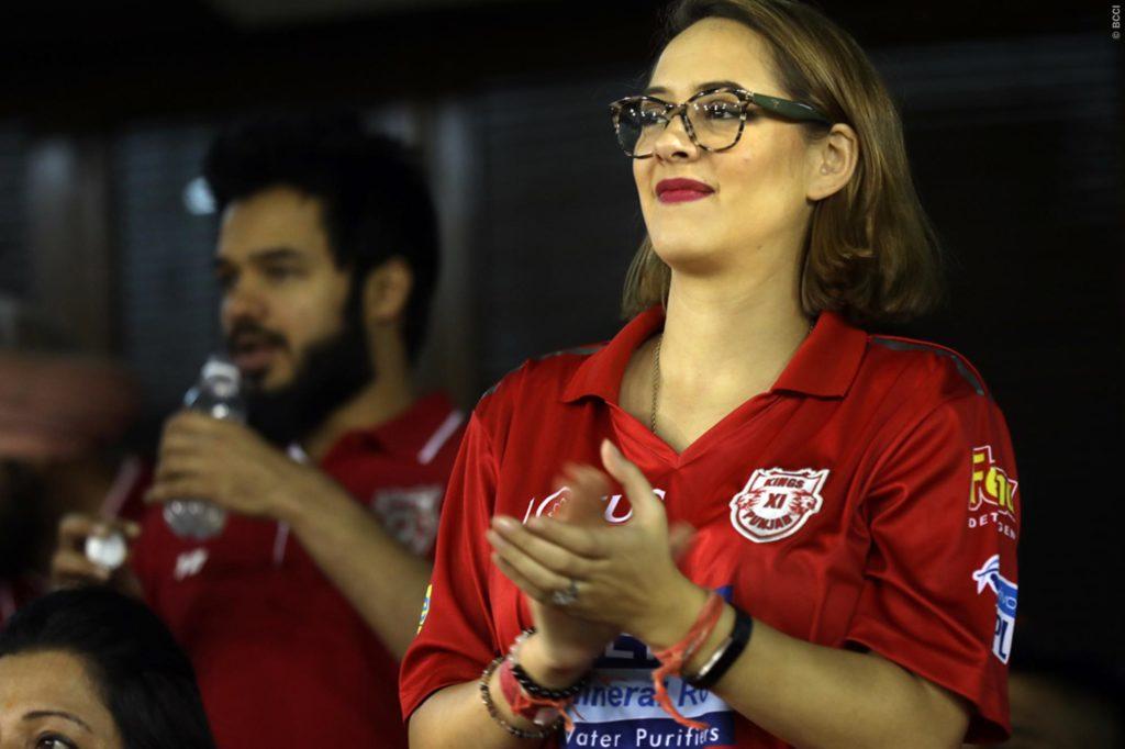 युवराज सिंह को चीयर करने पत्नी हेजल कीच के साथ पहुंची उनकी सबसे करीबी ये शख्स, लेकिन युवी को नहीं मिला बल्लेबाजी 4