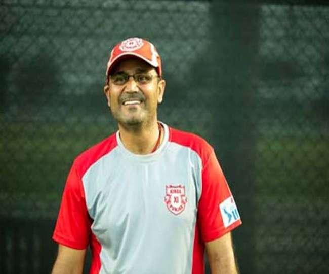 OMG! एक बार फिर उड़ाया वीरेंद्र सहवाग ने कुमार धर्मसेना का मजाक, सबसे अनोखे अंदाज में दी जन्मदिन की बधाई 3