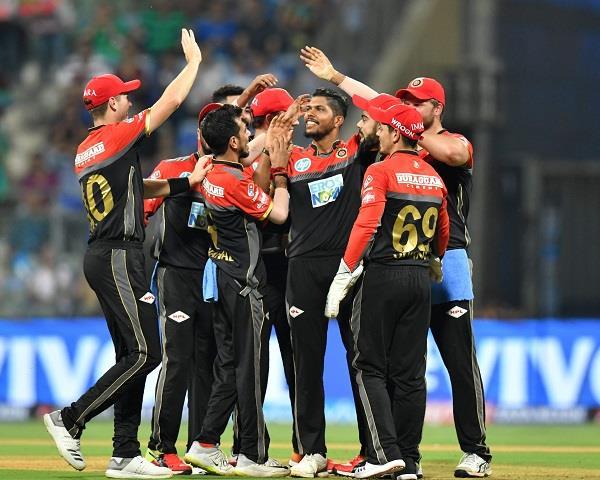 3 खिलाड़ी जिन्हें आईपीएल 2022 मेगा ऑक्शन में हर हाल में रिटेन करेगी रॉयल चैलेंजर्स बैंगलोर 5