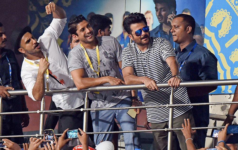 तीन लगातार हार के बाद मुंबई इंडियन्स के बचाव में आया बॉलीवुड का यह दिग्गज अभिनेता, कहा- तेज लहरों की तरह अचानक ऊपर उठेगी मुंबई 4
