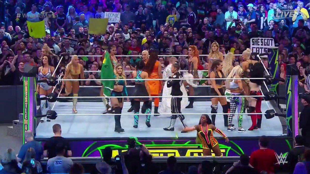 WWE WrestleMania 34: नेओमी ने रचा इतिहास जीता पहला विमेंस बैटल रॉयल ख़िताब 13