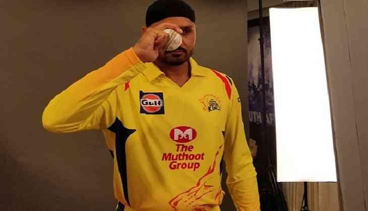 IPL 2018: इस मामले में आईपीएल के सबसे सफल गेंदबाज बने हरभजन सिंह, प्रवीण कुमार के रिकाॅर्ड को तोड़ कर हासिल की यह खास मुकाम 3