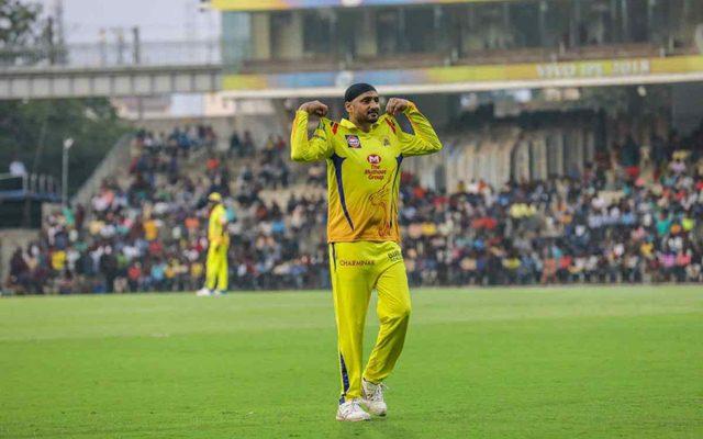 IPL 2018: इस मामले में आईपीएल के सबसे सफल गेंदबाज बने हरभजन सिंह, प्रवीण कुमार के रिकाॅर्ड को तोड़ कर हासिल की यह खास मुकाम 1