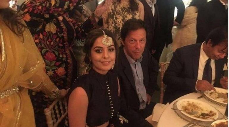 REPORTS: पहली 2 पत्नी के बाद अब तीसरी से भी बिगड़े इमरान खान के सम्बन्ध, बुशरा का बेटा बना वजह 11