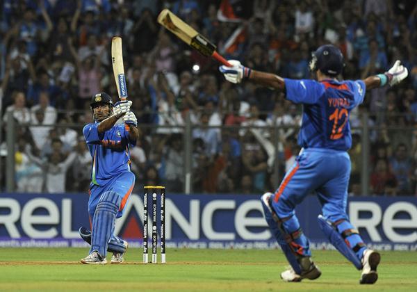 Record: सिर्फ 62 रन बनाने के साथ ही युवराज सिंह का यह रिकॉर्ड अपने नाम कर लेगे महेंद्र सिंह धोनी 18