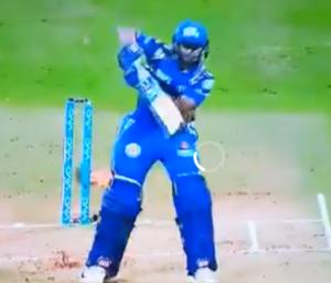 वीडियो : 0.1 और 0.2 ओवर पर उमेश यादव ने कराया गेंद को ऐसे स्विंग देख हैरान रह गये विराट और डिविलियर्स जैसे दिग्गज 3