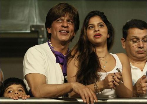खूबसूरती के मामले में केकेआर की यह प्रशंसक शाहरुख़ खान की बेटी सुहाना को भी देती है मात 1