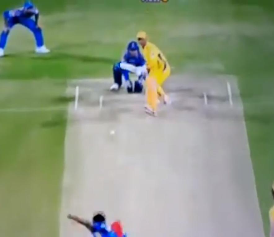 VIDEO: 13.2 ओवर में धोनी हुए आउट तो रहाणे की पत्नी राधिका बजाने लगी तालियाँ, फिर साक्षी धोनी ने दिया कुछ ऐसा रिएक्शन 2