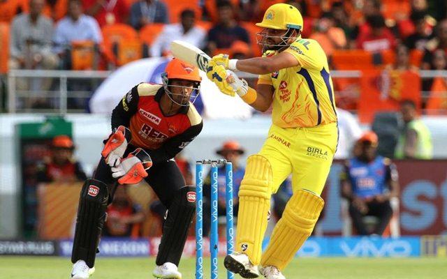 दिल्ली में पहुंच भावुक हुए सुरेश रैना नम आँखों से कहा चेन्नई नहीं बल्कि इस खिलाड़ी के लिए जीतना चाहता हूँ आईपीएल 2