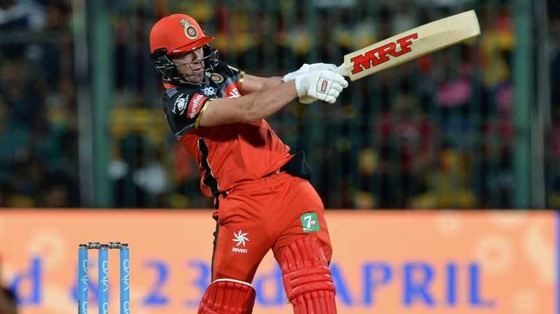 पंजाब के खिलाफ आरसीबी की जीत में अहम भूमिका निभाने वाले उमेश यादव को नहीं, बल्कि इन गेंदबाजो को जीत का श्रेय देते नजर आये डीविलियर्स 2