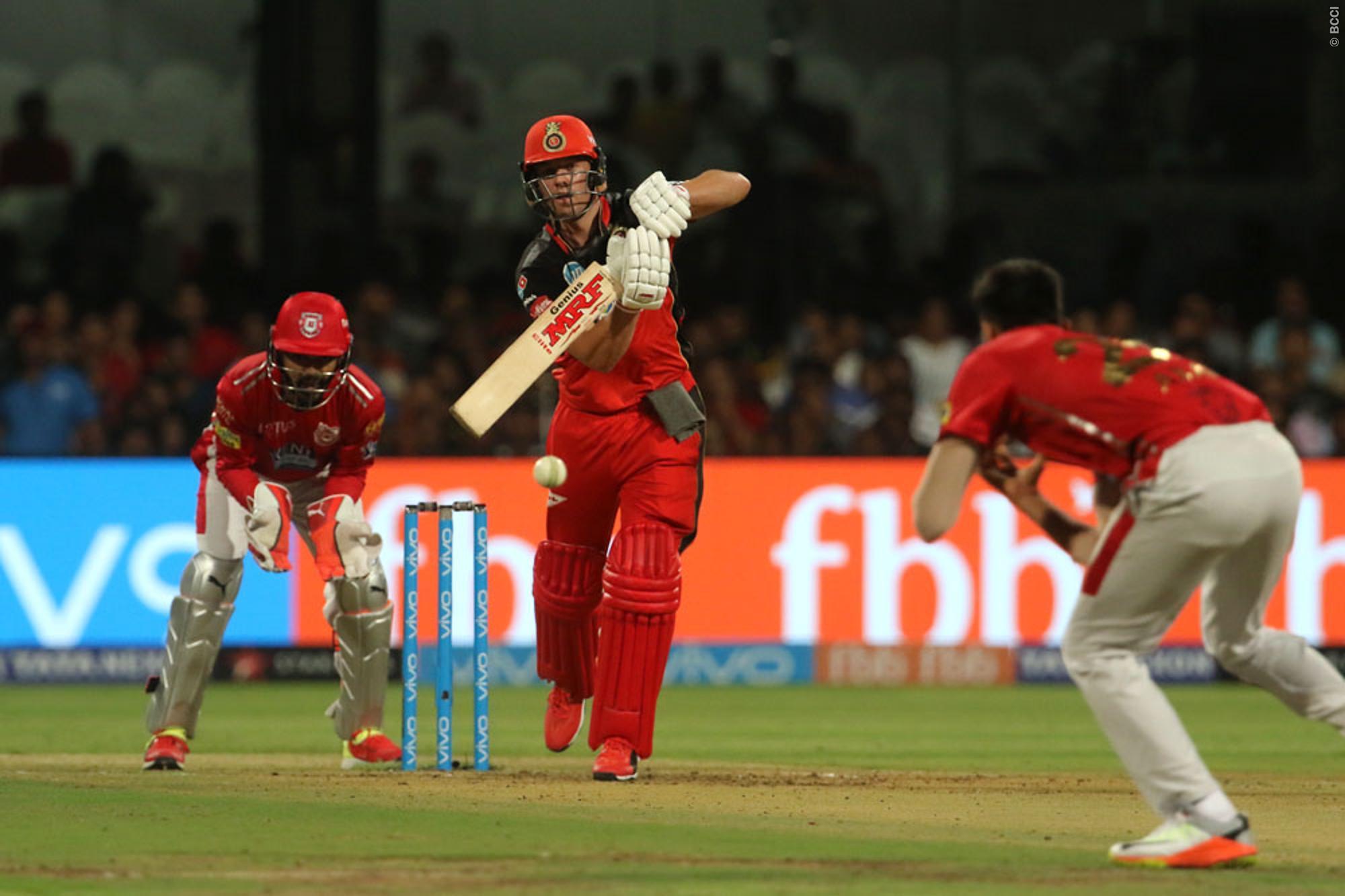 पंजाब के खिलाफ आरसीबी की जीत में अहम भूमिका निभाने वाले उमेश यादव को नहीं, बल्कि इन गेंदबाजो को जीत का श्रेय देते नजर आये डीविलियर्स 1