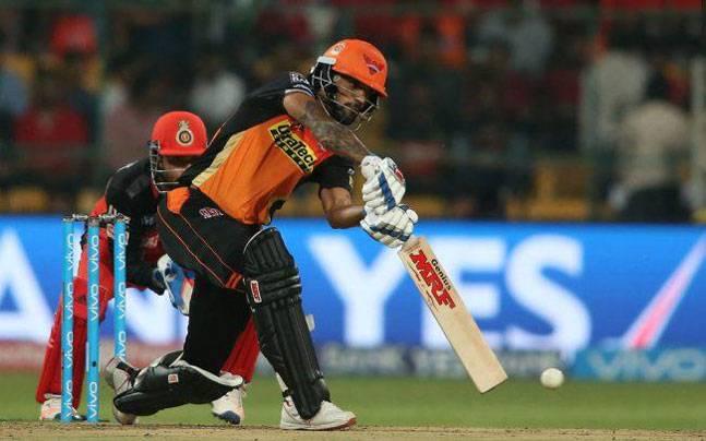 बुरी खबर: पंजाब से मिली हार के साथ ही हैदराबाद को लगा एक और झटका जाने कितने मैचो से बाहर रहेंगे शिखर धवन 1